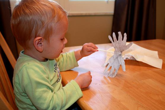 hand spiders kid halloween craft activity