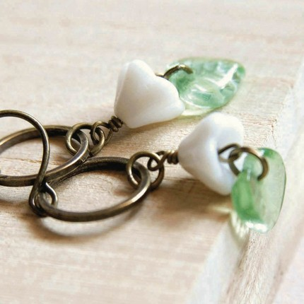 little garden earrings in white