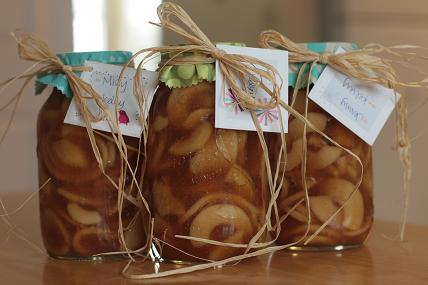 apple pie filling. Bottled sweets are a great gift idea – I gave out apple pie filling to three