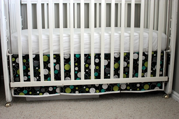 finished-crib-skirt-tutorial