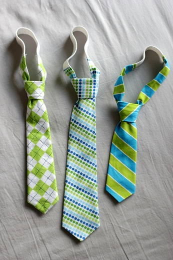 Shop getdangero.ga for men's, women's and boys' bow ties in a variety of solids, prints and patterns. Bow ties are available in band collar, clip-on and self-tie styles, and many have matching pocket squares and cummerbunds, too.