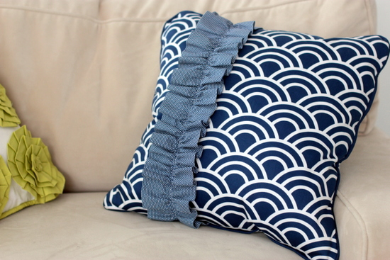 how to make a ruffle pillow